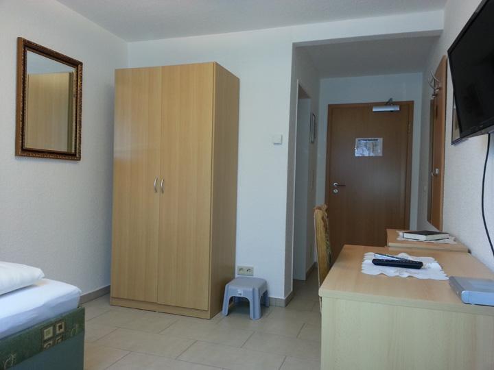 hotel am kamin duisburg nord zimmer. Black Bedroom Furniture Sets. Home Design Ideas